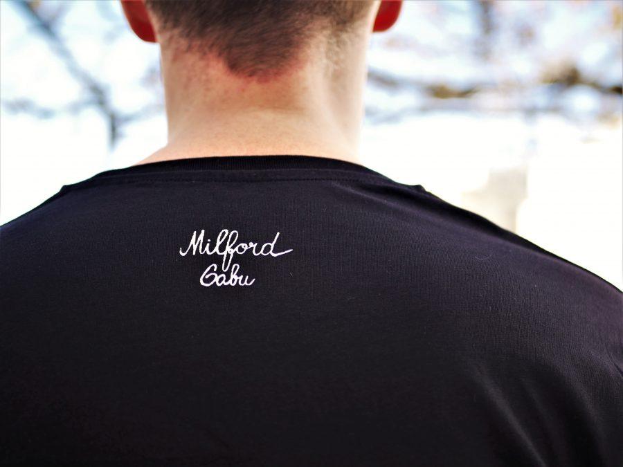 gabu milford podpis cerne triko